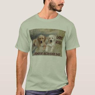 Filhotes de cachorro do t-shirt do pai de labrador