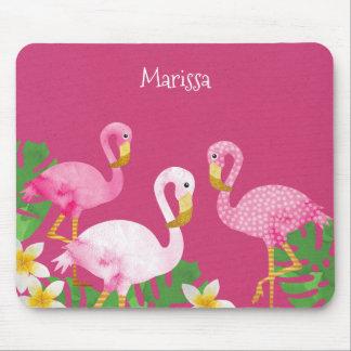 Flamingos cor-de-rosa tropicais no rosa mouse pad