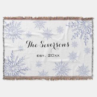 Flocos de neve azuis do inverno no branco throw blanket