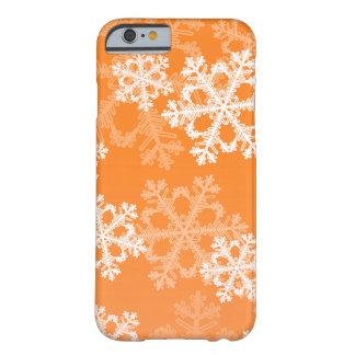 Flocos de neve bonitos da laranja e do White Capa Barely There Para iPhone 6