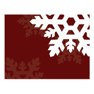 Flocos de neve brilhantes, brancos contra a obscur cartão postal