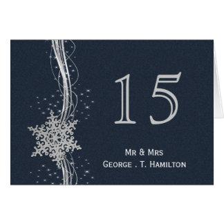 Flocos de neve de prata azuis que wedding números cartão