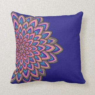 Flor abstrata do rosa, a azul & do roxo, almofada