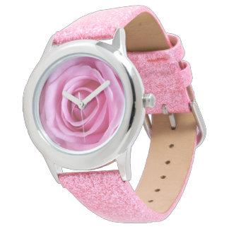 Flor cor-de-rosa do brilho cor-de-rosa macio doce relógio