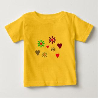 Flor da criança & t-shirt dos corações