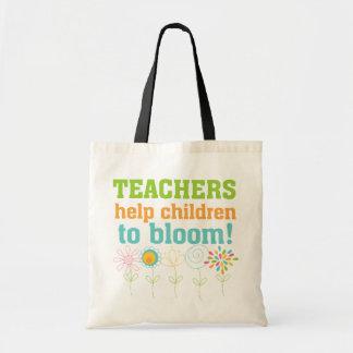 Flor das crianças da ajuda dos professores bolsas