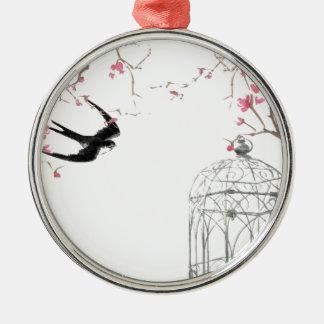 Flor de cerejeira, andorinha, design do birdcage ornamento redondo cor prata