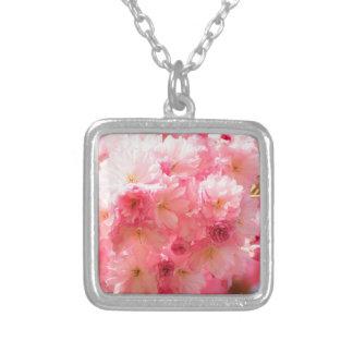 Flor de cerejeira cor-de-rosa colar banhado a prata