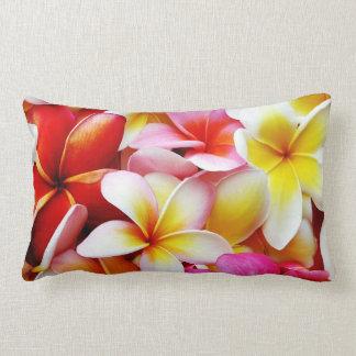 Flor de Havaí do Frangipani do Plumeria Almofada Lombar