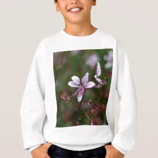 Flor de um arbusto ardente camisetas