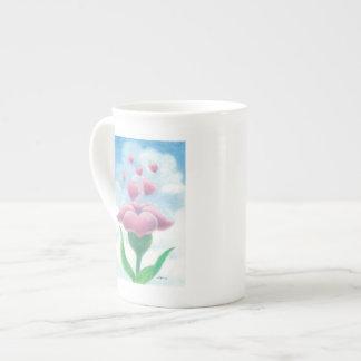 Flor e corações bone china mug