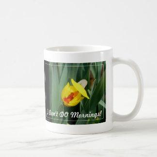 Flor: Eu NÃO FAÇO manhãs! Caneca De Café