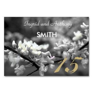 Flor preto e branco customizável do cartão da mesa