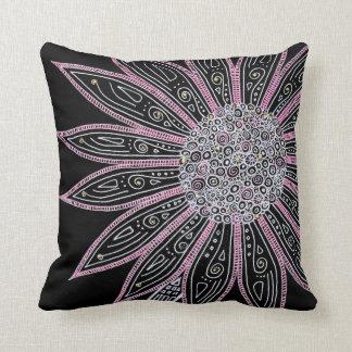 Flor preto e branco e cor-de-rosa travesseiro