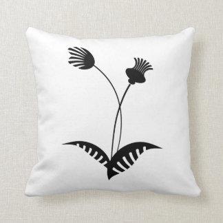 Flor simplista do travesseiro preto e branco