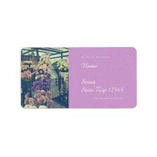 Flores bonito roxas e etiqueta de endereço