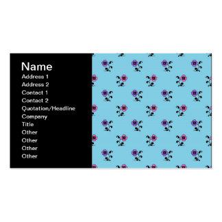 Flores bonitos no fundo azul cartão de visita