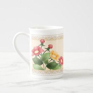 Flores & caneca do chá do laço