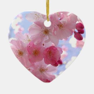 Flores e coração do primavera ornamento de cerâmica coração