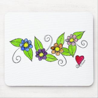 Flores e um coração mousepad