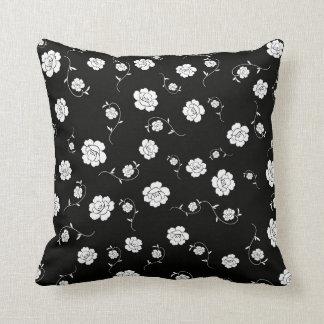 Flores em preto & no branco travesseiros