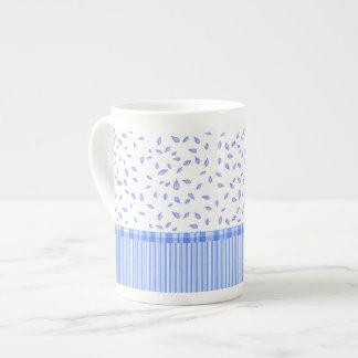 Flores & listras azuis - caneca de China de osso