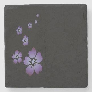 Flores roxas porta copos de pedras
