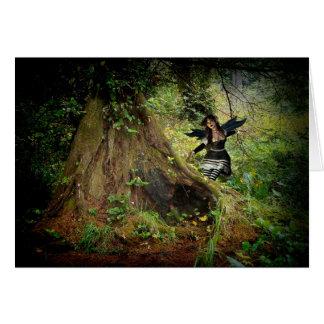 Floresta escura enigmático cartão