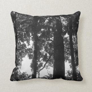 Floresta preto e branco travesseiros