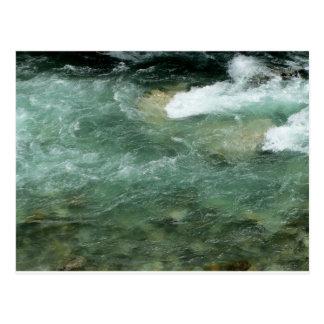 Fluxo da água do rio cartão postal
