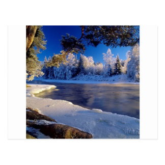 Fluxo do gelo do rio da natureza cartão postal