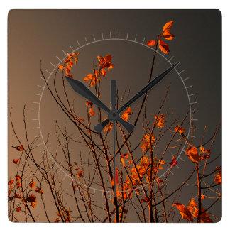 Folhas modernas elegantes da laranja em Bush Relógios Para Pendurar