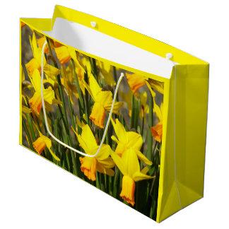 Foto amarela dos Daffodils Sacola Para Presentes Grande