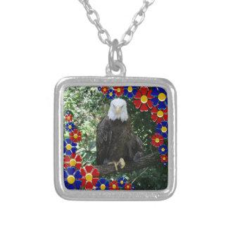 Foto americana dos animais selvagens da águia amer pingentes