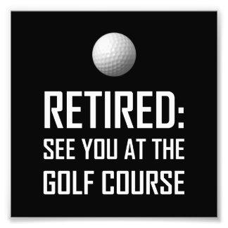 Foto Aposentado veja-o no campo de golfe