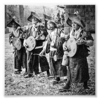 Foto Banda alegre dos músicos na música velha do