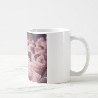 Foto cor-de-rosa do doce do chocolate caneca de café