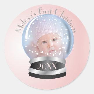 Foto do Natal do bebê da menina do rosa do globo Adesivo