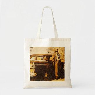 Foto do vintage - fora à igreja em ternos de domin bolsa para compras