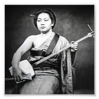 Foto Gueixa japonesa que joga a música do vintage de