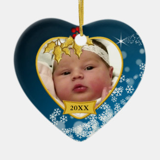 Foto nevado do Natal do bebê do azul e do ouro ?a Ornamento De Cerâmica Coração
