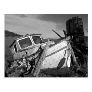 Foto preto e branco abandonada do Shipwreck Cartão Postal