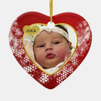 Foto vermelha do coração do Natal nevado dos bebês Ornamento De Cerâmica Coração