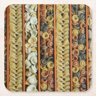 fotografia dos macarronetes da massa porta-copo de papel quadrado