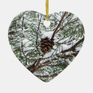 Fotografia nevado da natureza do inverno do cone ornamento de cerâmica coração