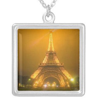 France, Paris. Torre Eiffel iluminada em 3 Colar Banhado A Prata