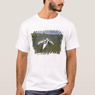 Frota do caiaque em repouso durante o fim da tarde camiseta