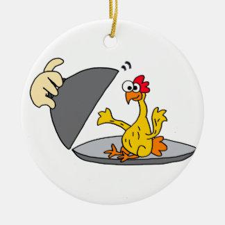 Galinha de borracha engraçada servida para o ornamento de cerâmica redondo