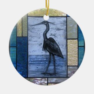 Garça-real azul com azuis ornamento de cerâmica redondo