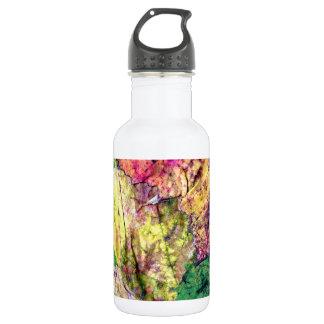 Garrafa de água colorida das folhas